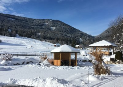 Pavillon - Winter - Blick auf Skipiste - Ferienhaus Franz - Weißbriach